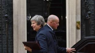 英国首相梅(Theresa May)在内阁同意脱欧协议后 走入唐宁街10号   2018年11月14日