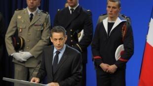 O presidente francês Nicolas Sarkozy profere discurso na Escola da Marinha, em Lanveoc-Poulmic, nesta terça-feira.