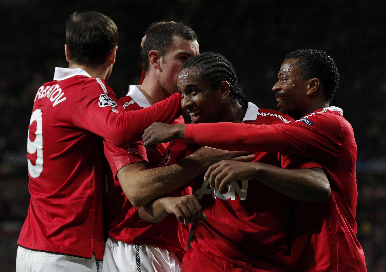 Manchester vence Schalke 04 com dois gols de Anderson