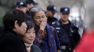 Familiares das vítimas reunidos em Pequim, em 8 de março de 2019