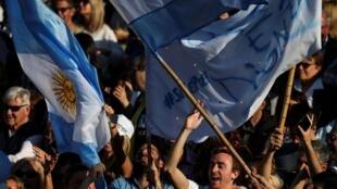 Des partisans du président Macri, dans les rues de Buenos Aires, le 28 septembre 2019.