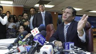 """El presidente de Ecuador, Rafael Correa,  dijo que ha """"brillado la verdad"""", luego de que la CNJ ratificara el fallo que condenó a tres directivos de El Universo a tres años de cárcel y al pago de 40 millones de dólares de indemnización."""