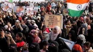 Manifestation à Bombay suite à l'attaque contre des étudiants de l'Université Jawaharlal Nehru de New Delhi (JNU), le 9 janvier 2020.