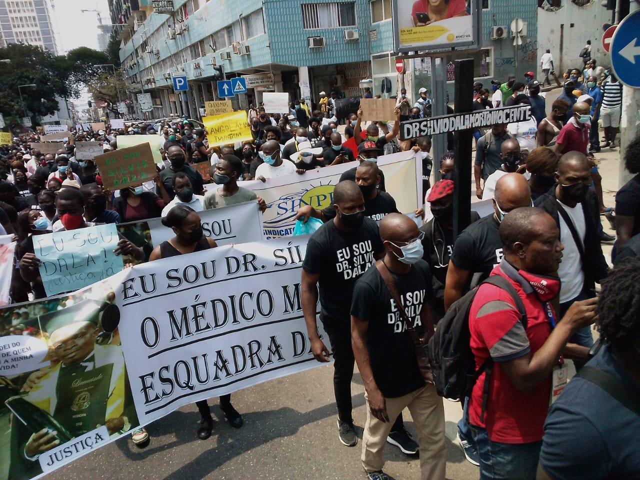 Marcha convocada pelo Sindicato Nacional dos Médicos de Angola.