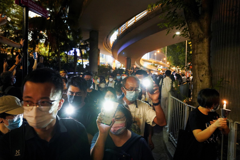 6月4日晚香港民众纪念六四事件32周年资料图片