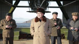 Kim Jong Un tham quan trung tâm không gian Cholsan. Ảnh do KCNA cung cấp nhưng không ghi thời điểm.