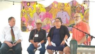 Rudy Arredondo y Jenifer Rodríguez (centro) durante la conferencia sobre inmigración y agricultura en el evento Slow Food Nations. Denver, julio de 2019.
