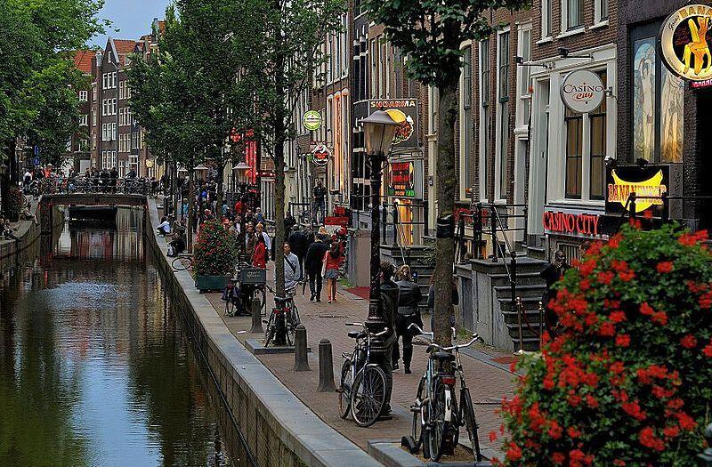O Red Light District, de Amsterdã, de dia.