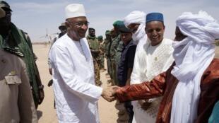 Le Premier ministre malien Soumeylou Boubeye Maiga arrive à Ménaka, le 9 mai 2018.