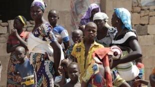 Wasu 'yan gudun hijira da suka tsallakewa hare-haren kungiyar ta Boko Haram