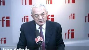 Sénateur de la Mayenne, membre de la commission des Finances du Sénat, ancien ministre de l'Économie et des Finances.