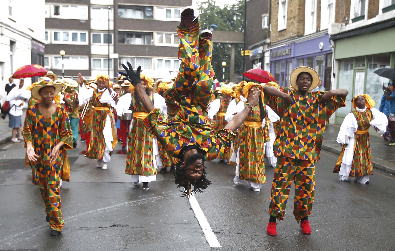 Les festivaliers ont déferlé dans Notting Hill sur cinq kilomètres.