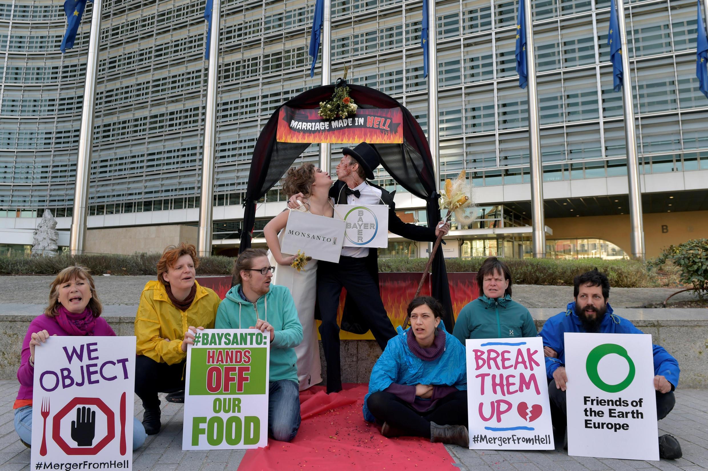 Акция протеста против корпораций Bayer и Monsanto в Брюсселе, 30 марта 2017.