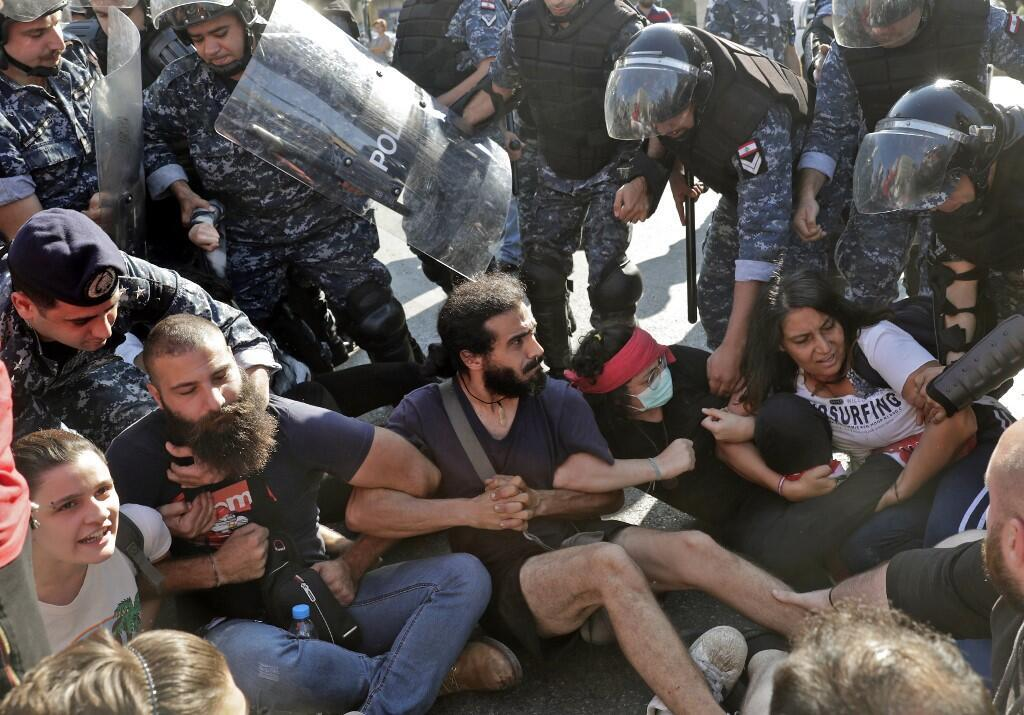 Manifestações levaram o primeiro-ministro Saad Hairiri a apresentar a demissão