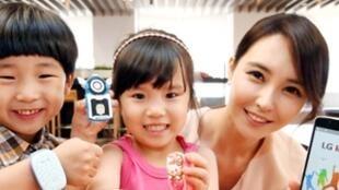 Le Sud-coréen LG commercialise des smartmontres, connectées à internet et avec GPS intégré, qui permettent de suivre ses enfants à la trace. (Capture d'écran).