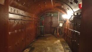 Bunker 42, couloir menant au metro 528.