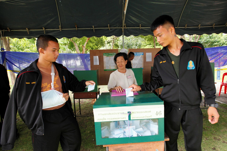 Người dân Thái Lan bỏ phiếu Trưng cầu dân ý ngày 07/08/2016 tại Bangkok.