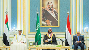 Saudi Crown Prince Prince Mohammed bin Salman, Abu Dhabi Crown Prince Mohammed bin Zayed Al Nahyan , the head of STC, Aidarous al-Zubaidi and Yemeni President Abed Rabbo Mansour Hadi sign the agreement in Riyadh on November 5, 2019.