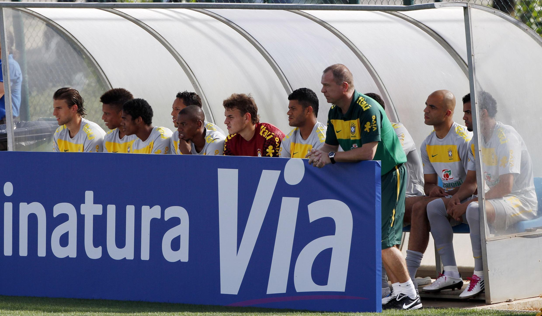 Este será o segundo amistoso do técnico Mano Menezes (último a direita), à frente da seleção.