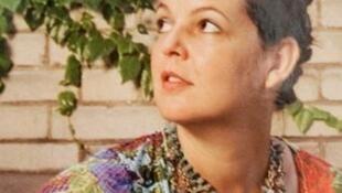 Estilista Márcia de Carvalho, que vive e trabalha há 25 anos na França.