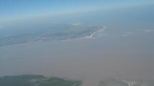 Vista aérea do estuário do rio Pungué, Sofala, centro de Moçambique