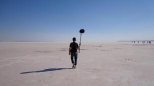 Ingénieur du son et artiste sonore, Félix Blume, ici en Anatolie, parcourt le monde depuis plus de dix ans en quête de sons et d'ailleurs.