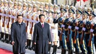 中国总理李克强与日本首相安倍晋三资料图片