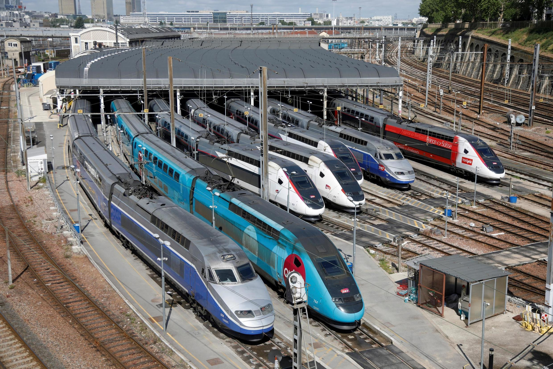 Des TGV de la SNCF parqués au dépôt de Charenton-le-Pont, le 29 avril 2020.