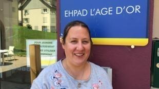 Isabelle Girard, aide-soignante à l'Ehpad l'Âge d'or de Monestier-de-Clermont. Son travail, très éprouvant physiquement, l'a obligée à se faire opérer d'une épaule. Après 18 ans de carrière, elle touche le Smic. Juin 2020.
