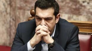 El primer ministro griego Alexis Tsipras antes del voto de confianza en el Parlamento, Atenas, 10 de febrero de 2015.