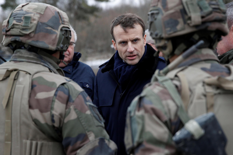 Ранее французские СМИ сообщали, что президент Макрон пообещал вближайшее время усилить военное присутствие вСирии