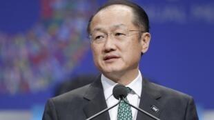 O presidente do Banco Mundial, Jim Yong Kim, adverte os EUA para as consequências globais de um calote.
