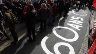 Manifestación en Nantes contra la reforma de las pensiones, oeste de Francia, 26 de octubre de 2010.