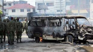 Des membres des forces de sécurité kényanes patrouillent dans Mombasa durant les émeutes provoquées par le meurtre d'un imam radical lundi 27 août.