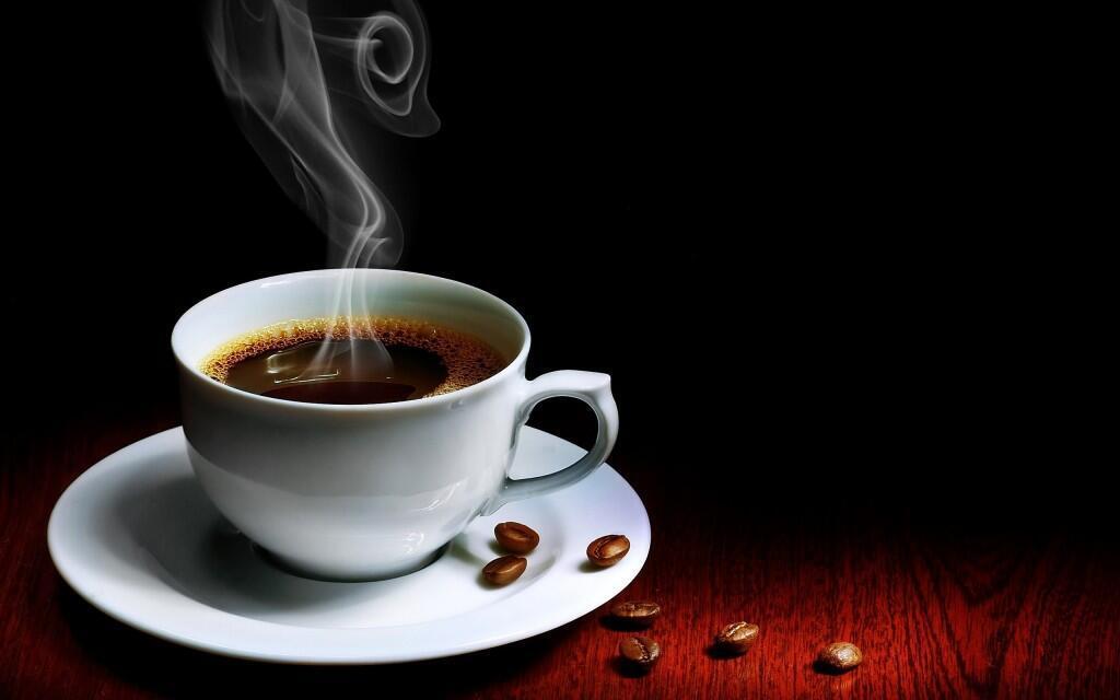 """""""En 1693, el facultativo Isidro Fernández Matienzo alerta al lector sobre el café, una bebida 'desabrida y amarga' y recomienda en cambio, con insistencia, que se beba, sin más, agua caliente"""",  escribe Pedro Álvarez de Miranda en """"Más que palabras""""."""