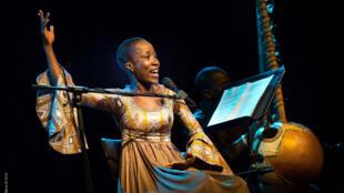 Rokia Traoré dans son spectacle « Dream Mandé – Djata » (illustration)