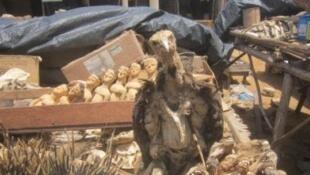 Au marché vaudou de Lomé (Togo).