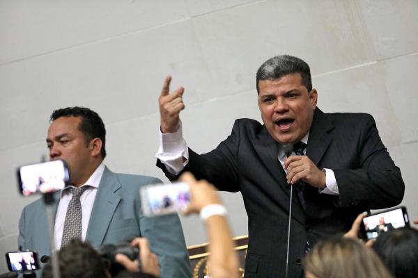 Le député Luis Parra au Parlement vénézuélien, le 5 janvier 2020.