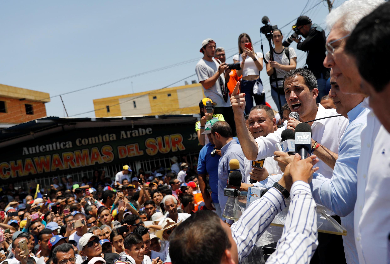L'opposant au régime de Maduro, Juan Guaido, que beaucoup de pays occidentaux ont reconnu comme président légitime du Venezuela, s'adresse à ses partisans, le 22 mars 2019 à El Tigre, dans l'État d'Anzoátegui (nord-est du pays).