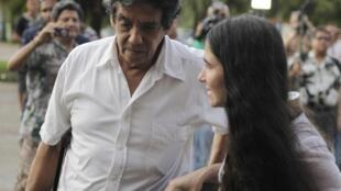 Yoani Sánchez (phải) blogger ly khai nổ tiếng tại Cuba và chồng ông Reinaldo Escobar bị bắt ngày 30/12/2014. ( Ảnh chụp hồi tháng 5/2013).