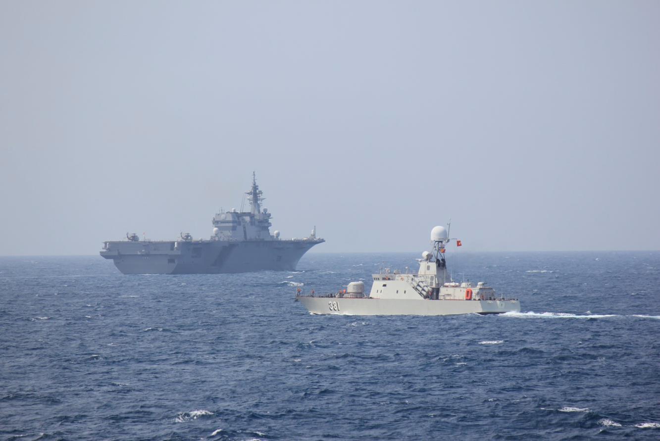 日本海上自衛隊網站就2019年6月17日與越南海軍在越南金蘭灣水域聯合軍演發布的新聞圖片。