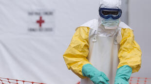 La OMS anuncia que África Occidental deja atrás la peor epidemia de Ébola de la historia.