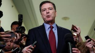 L'ancien directeur du FBI, James Comey s'adressant à la presse après son audition devant le Congrès américain, le 7 décembre 2018, à Washington.