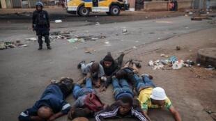 Onda de violência xenófoba na África do sul força Moçambique a receber de volta moçambicanos imigrantes naquele país