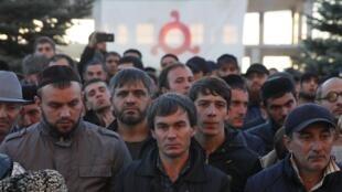 Протестующие против подписания республиканского закона обустановлении границы сЧечней, Магас, Ингушетия, 6 октября 2018.