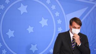 El presidente brasileño Jair Bolsonaro asiste al lanzamiento del programa de derechos de la mujer rural en el Palacio Planalto de Brasilia, el 29 de julio de 2020
