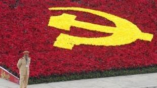 Một cảnh bên ngoài Trung tâm hội nghị Quốc gia, nơi diễn ra Đại hội đảng Cộng sản Việt Nam lần thứ 11, ngày 12/01/2011