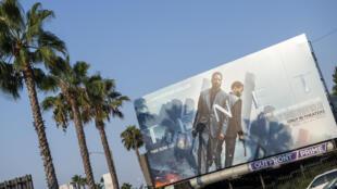 L'affiche de «Tenet», le dernier film de l'Américain Christopher Nolan, sur un panneau publicitaire à Hollywood, le 19 août 2020.