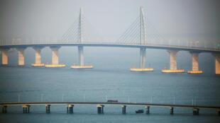資料圖片:珠港澳大橋2018年10月24日首日通車。