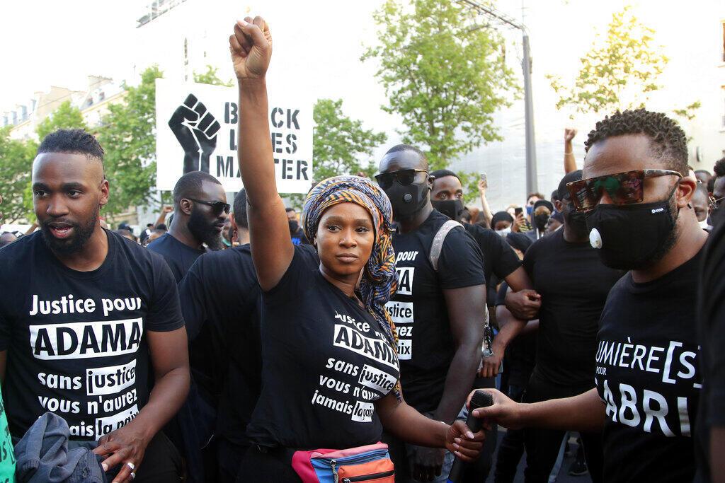 """Assa Traoré é o rosto do movimento """"Vidas negras importam"""" na França."""